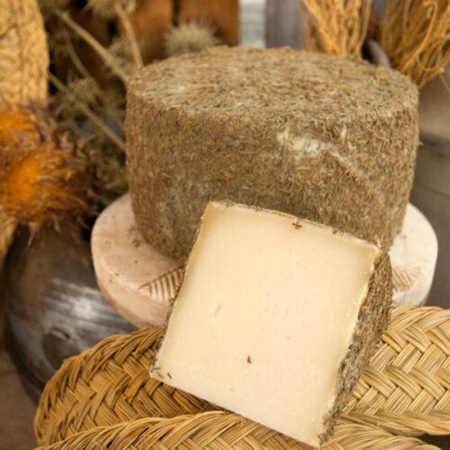 queso de oveja curado al romero